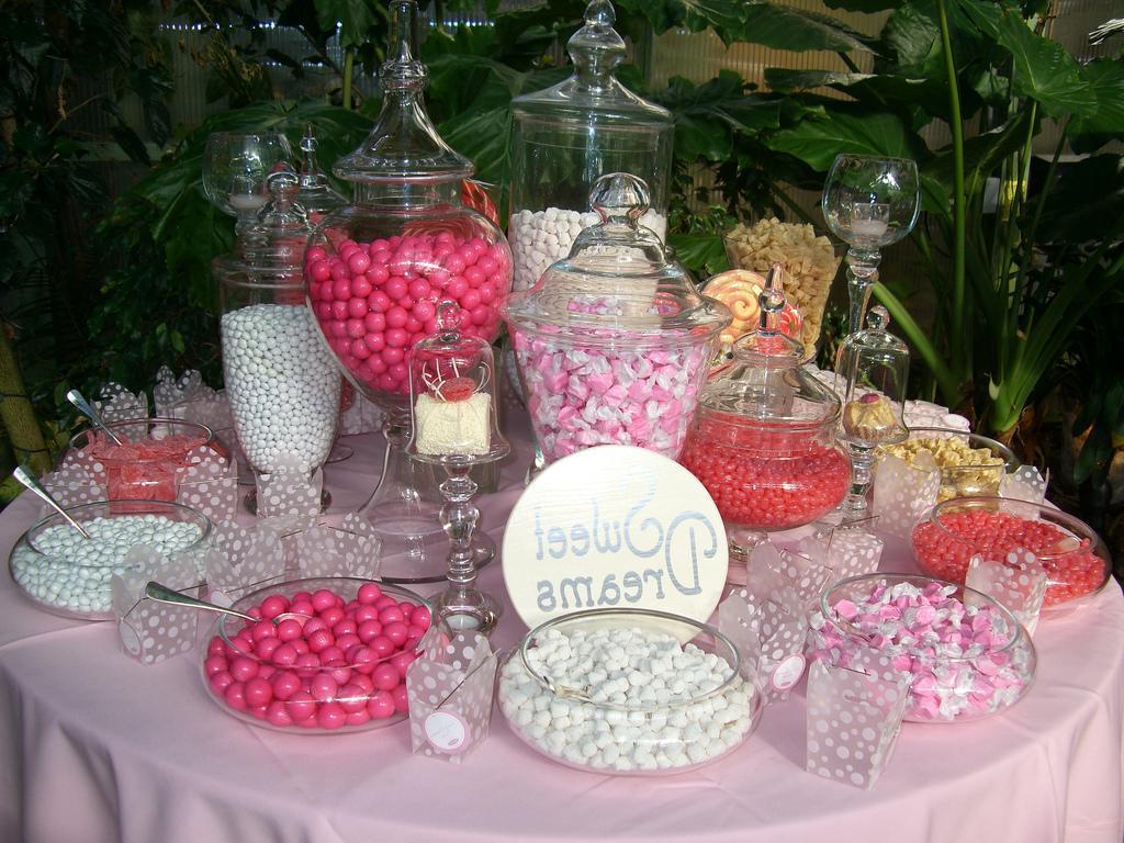 Wedding sweet bar - image source: http://www.cakechooser.com/