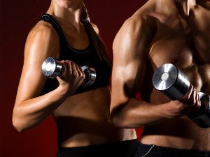 Man and women lifting weights