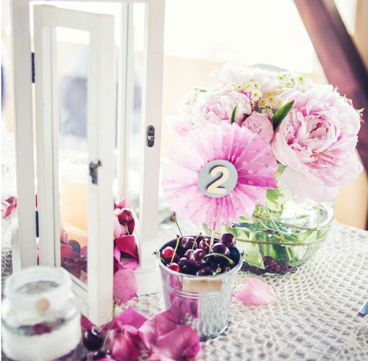 Cherries and flowers wedding table idea