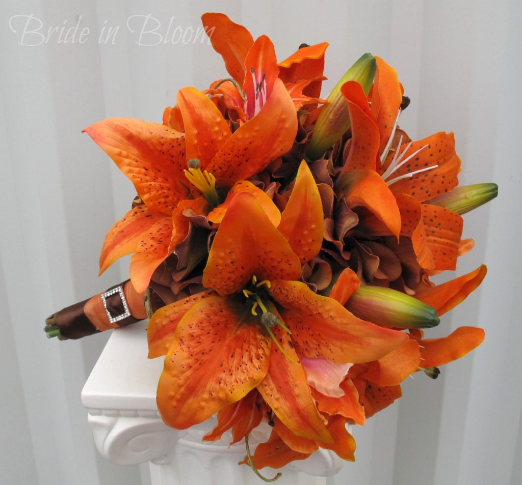 Fall wedding bouquet with Asiatic lilies