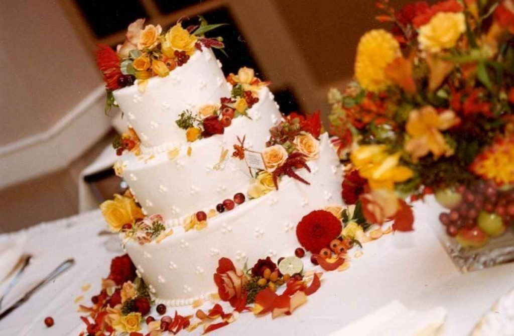Fall wedding flowers on the wedding cake