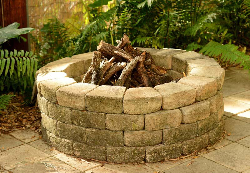5 reasons you should install a fire pit in your garden